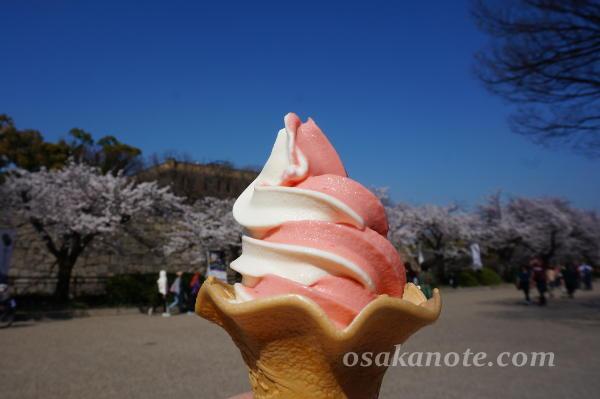 大阪城のソフトクリーム